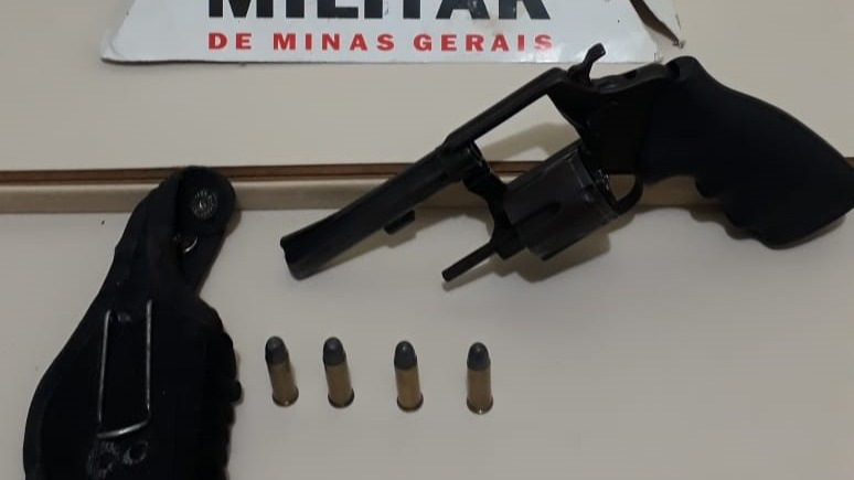 Arma encontrada na casa do acusado